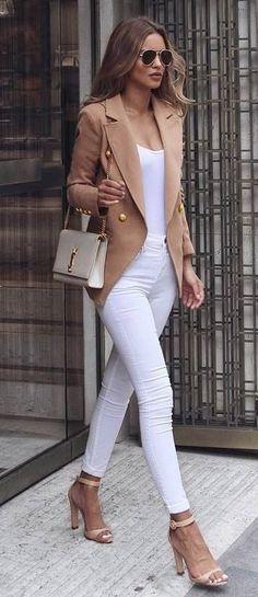 tenue blanche et beige