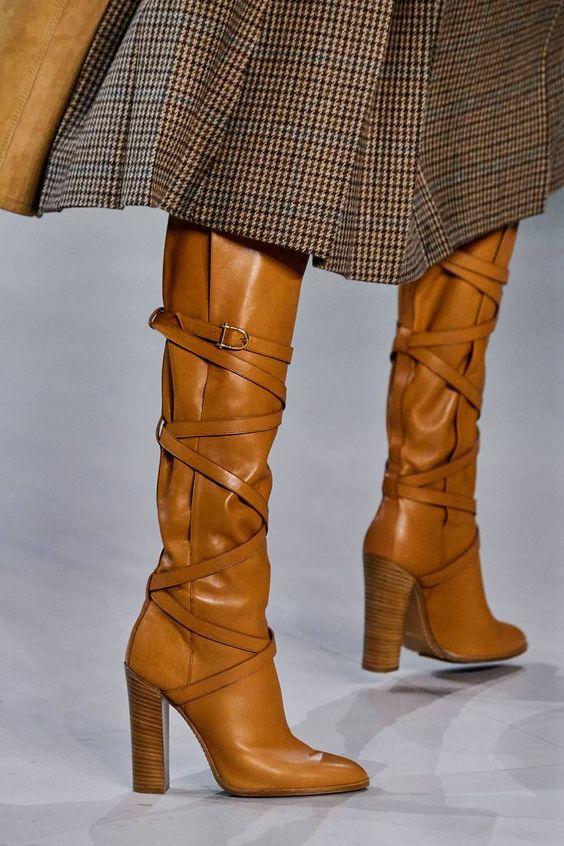 bottes marrons à lanières
