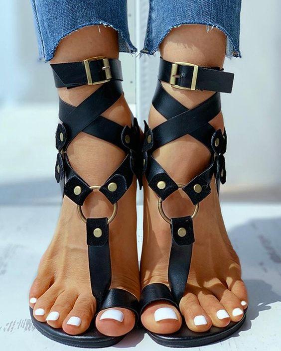 sandales plates avez orteil à boucles
