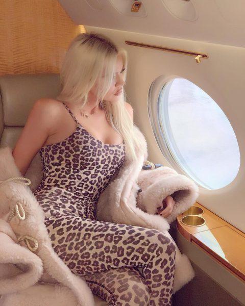 Look de stars spécial blond platine – Khloé Kardashian