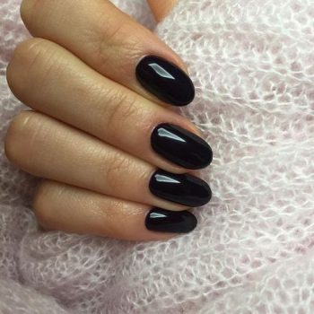 ongles vernis noirs